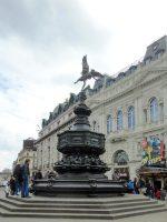 (ロンドン一の繁華街)ピカデリー・サーカス Piccadilly Circus