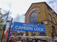 (リージェンツ運河に立つ)カムデン・ロック・マーケット Camden Lock Market