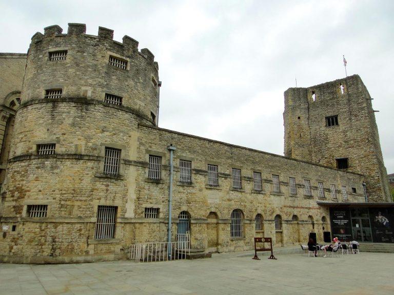 (近年まで牢獄として使われた)オックスフォード城 Oxford Castle