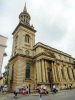 (尖塔がそびえ立つ)全ての聖人の教会 All Saints Church