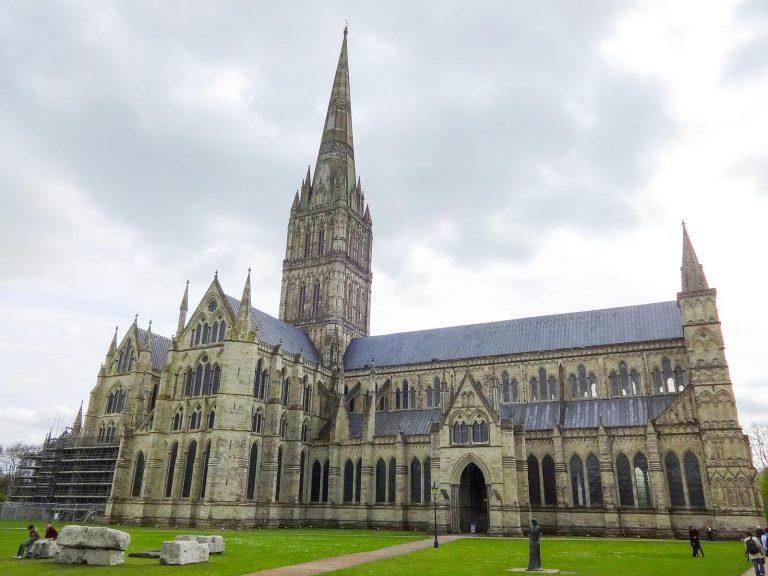 (イギリスで最も高い教会尖塔)ソールズベリー大聖堂 Salisbury Cathedral