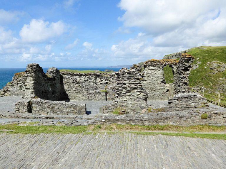 (アーサー王伝説に関連する遺跡)ティンタジェル城 Tintagel Castle