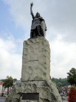 (ウィンチェスターの町を形作った)アルフレッド大王の像 The Statue of Alfred the Great