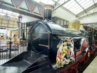 (王室の紋章が輝く機関車)ウィンザー・アンド・イートン・セントラル駅 Windsor and Eton Central station