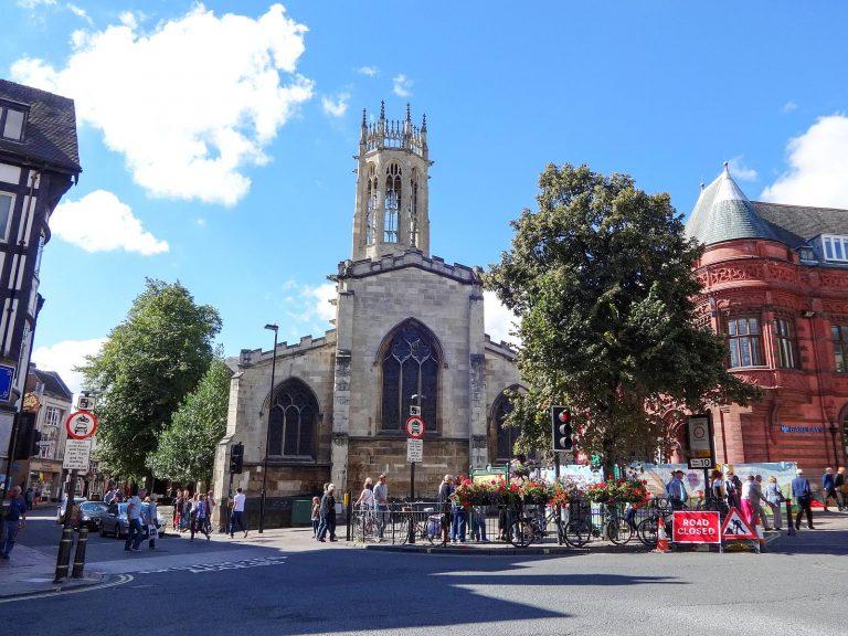 (14世紀にさかのぼるゴシックの教会)ペイヴメント通りの諸聖人の教会 All Saints' Church, Pavement, York